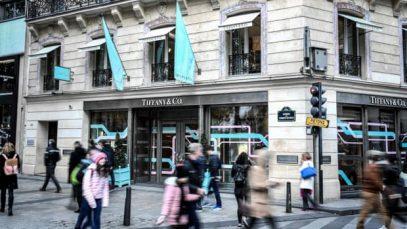 Tiffany pronta per essere venduta a LVMH: il magnate Arnault si dichiara soddisfatto dell'accordo