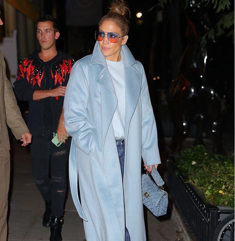 Jennifer Lopez e il cappotto per l'AutunnoInverno 2020: mai