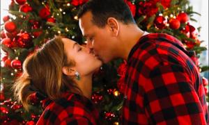 Jennifer Lopez e Alex Rodriguez: premio per il miglior bacio di Natale del 2019