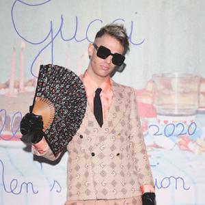 Gucci Uomo Autunno-Inverno 2020-21 by Alessandro Michele: Ghali in rosa e Achille Lauro col ventaglio