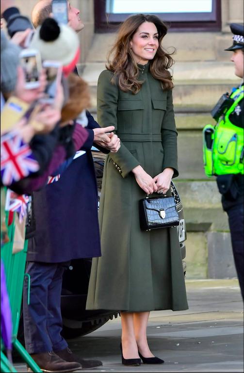 Kate Middleton look 2020: mixa Zara con Alexander McQueen