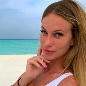 Taylor Mega su Instagram lancia una sfida, chi vince si aggiudica un aperitivo con lei
