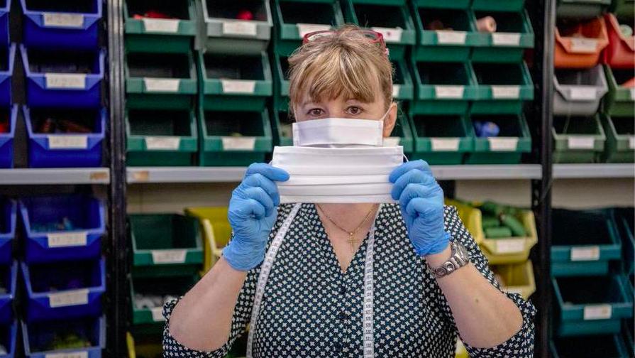 Coronavirus Piemonte, l'azienda di moda Miroglio produce mascherine lavabili