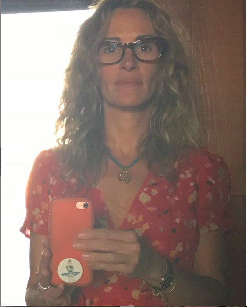 Julia Roberts Instagram: «Resto a casa per il mio fantastico vicino 95enne»