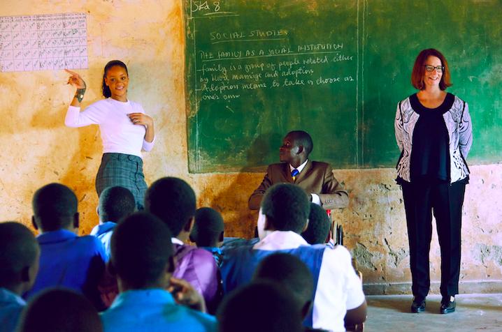 Coronavirus donazioni, Rihanna devolve 5 milioni di dollari per l'emergenza