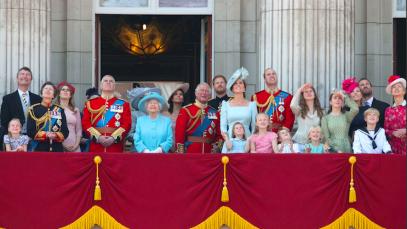 Coronavirus, panico tra i reali: Beatrice di York annulla nozze, sospese visite di Stato e incontri internazionali