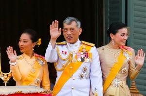 Coronavirus: il Re della Thailandia in isolamento con un harem di 20 concubine