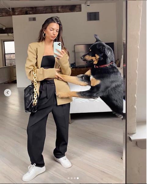 Ratajkowski Instagram: «Colombo è stufo delle mie coccole»