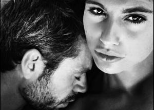 Luca Argentero Instagram: la moglie Cristina Marino lo fotografa in B/N