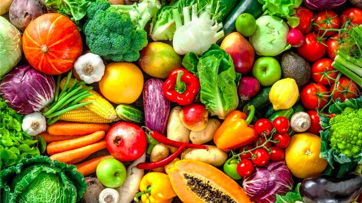 Quarantena, a Venezia frutta e verdura consegnate i barca a remi