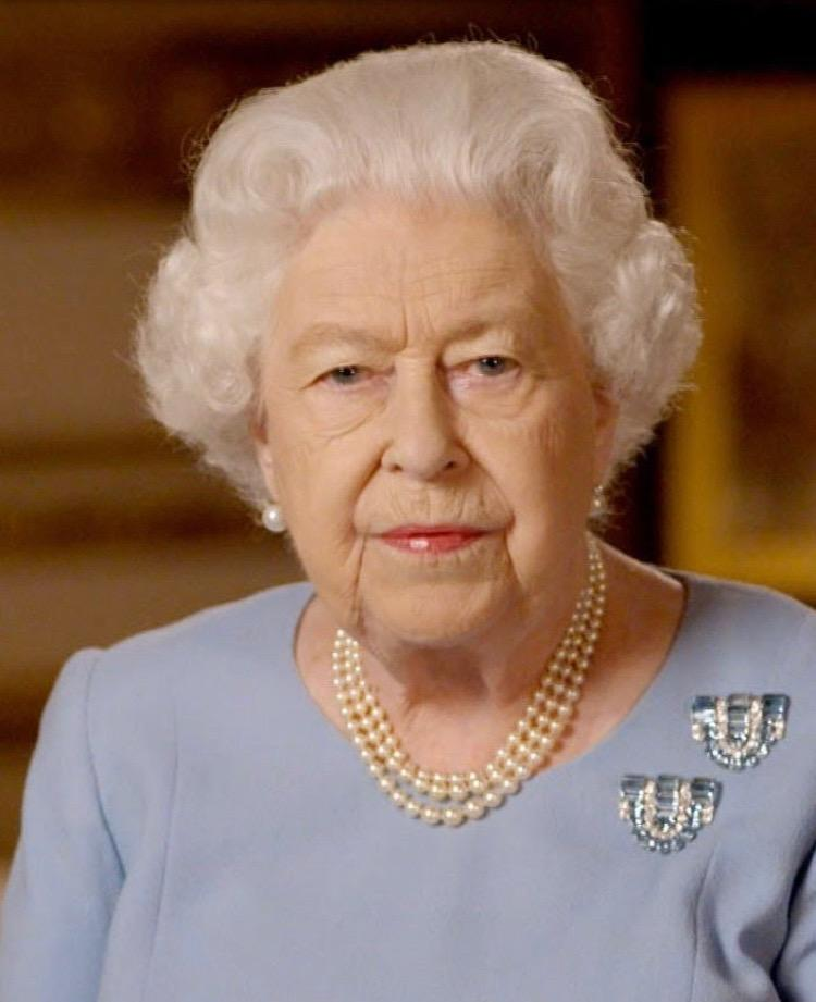 Coronavirus: GB, Elisabetta non apparirà in pubblico per mesi