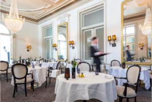 Riaprono ristoranti in Svizzera: il modello che anche l'Italia potrebbe adottare