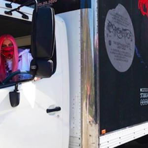 Lady Gaga, Chromatica: tracklist fuori, le consegne le fa Mother Monster con il camion