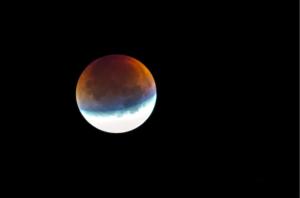 Eclissi lunare penombrale 2020: cos'è e a che ora si verificherà