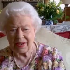 """Regina Elisabetta II, alle prese con una novità tecnologica: """"Sono molto impressionata!"""""""