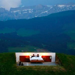 Hotel in Svizzera senza pareti né soffitto. L'ultima frontiera del turismo ecosostenibile