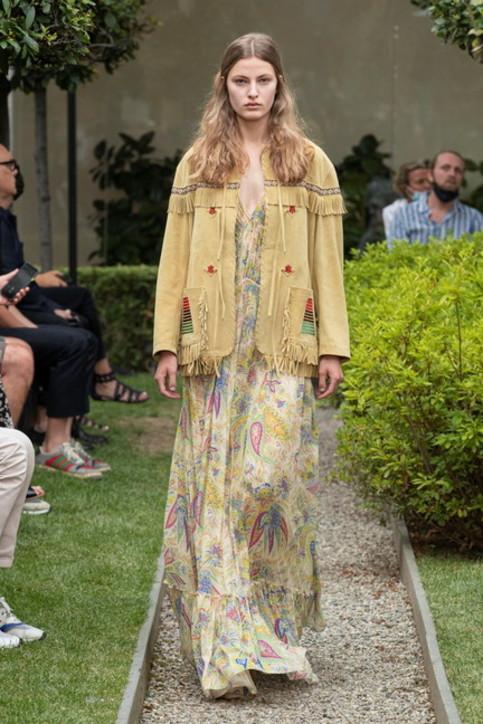 Digital Fashion Week. Etro: linee pulite zero fronzoli, come la lezione imparata in lockdown
