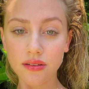 Lili Reinhart Instagram: una caduta di stile in buona fede