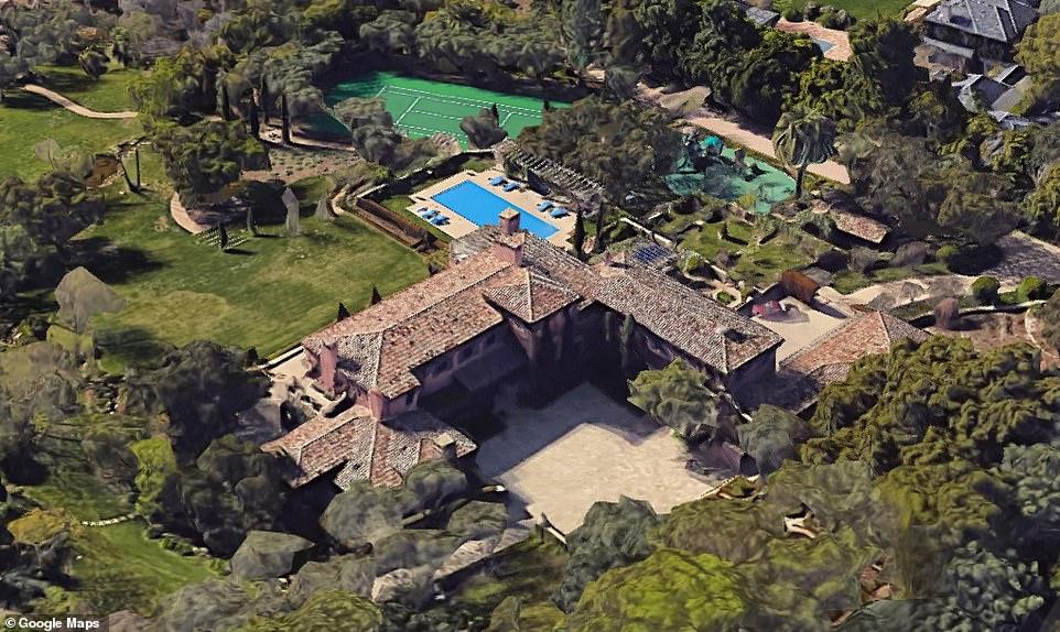 """Harry e Meghan Markle comprano casa. Prezzo da capogiro per la tenuta """"The Chateau"""""""