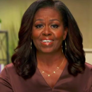 Michelle Obama, la collana ByChari diventa trend Estate 2020