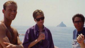 Lady Diana: la foto inedita. Cool sullo yacht di Valentino: era il 1990