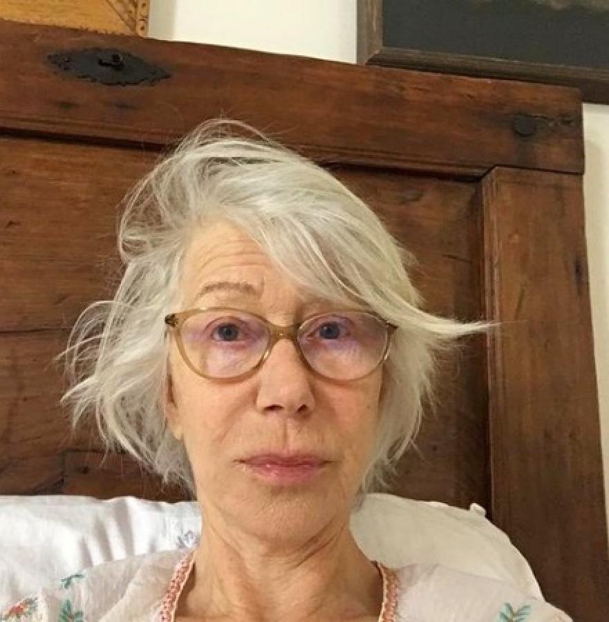 """Gli effetti (estetici) della quarantena sui Vip: """"I capelli della saggezza""""."""