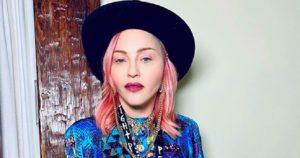 Madonna e l'outfit da lockdown: imbronciata ma sempre cool