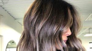 Ash Brown, è arrivato il nuovo trend-capelli dedicato alle chiome castane