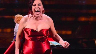 Antonella Ferrari, il suo Sanremo 2021 è un urlo che squarcia l'aria. E l'anima