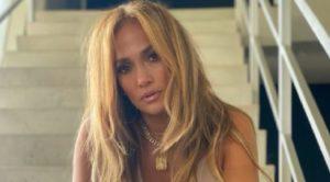 Colore capelli estate 2021. Jennifer Lopez rulez: biondo lucente è la parola d'ordine