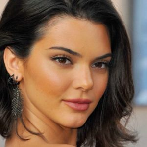 Kendall Jenner, il look in total pelle (vegana): di che brand è e dove acquistarlo
