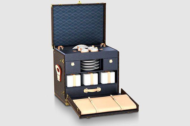 Louis Vuitton, il baule da picnic ultra lusso. L'idea è per un pranzo all'aperto, ma il prezzo è da capogiro
