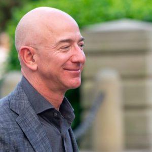 Yacht di lusso. Jeff Bezos ha dato il meglio di sé: si chiama Perla Nera e costa 185Miliardi