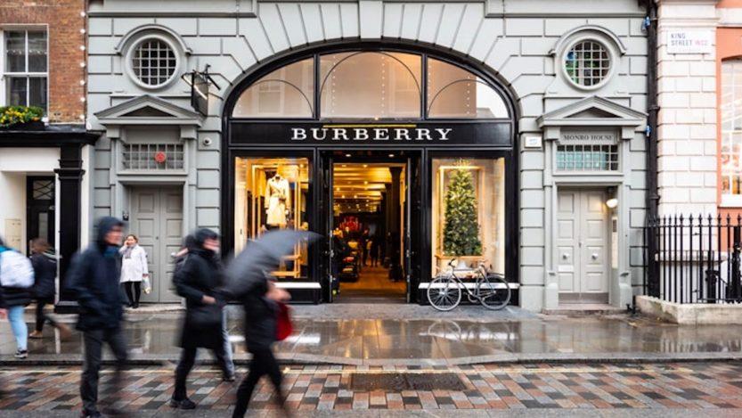 Burberry, il lusso sposa l'ambiente: il brand sarà 'climate positive' entro il 2040