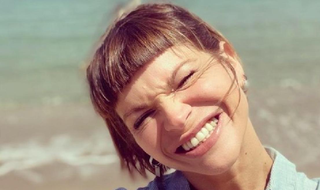 Alessandra Amoroso, outfit firmassimo e super criticato. Ma con D&G non si scherza