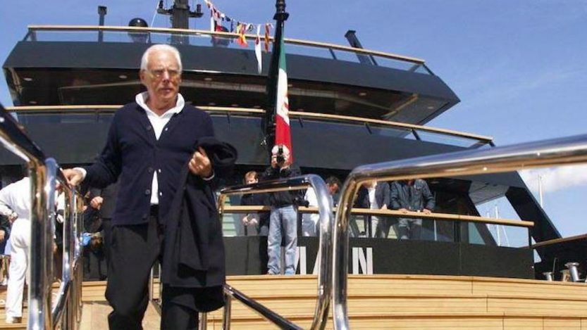 Giorgio Armani, col suo mega yacht di lusso in acque italiane: location pazzesca