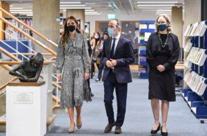 Kate Middleton Zara vestito pied de poule e via: la visita ufficiale è servita