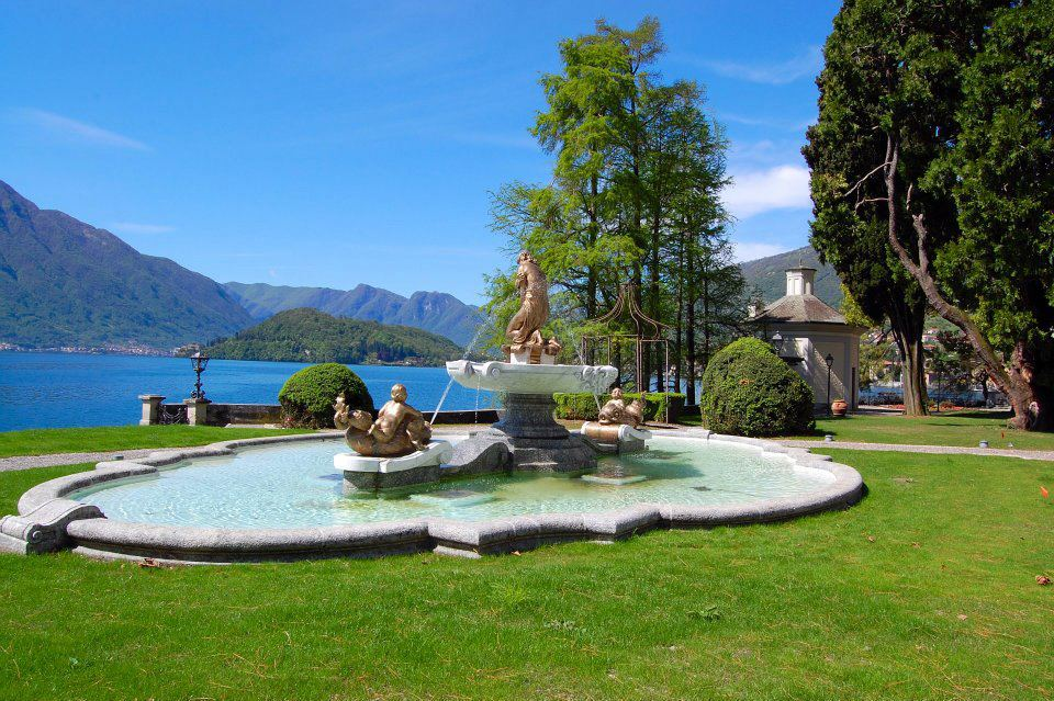 Messi casa di lusso sul lago di como luxgallery for Piani di casa sul lago di lusso