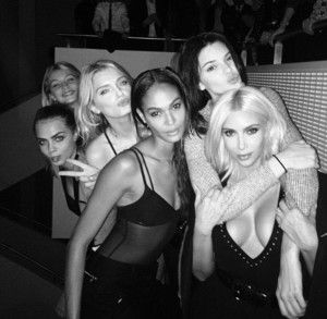 Party a Parigi: Kim Kardashian, Kendall Jenner, Joan Smalls, Lily Donaldson, Cara Delevingne e Gigi Hadid