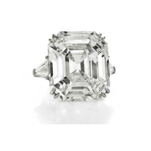 Anello con diamante appartenuto alla Taylor