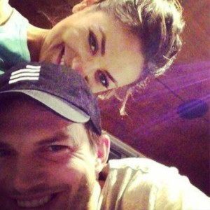 Ashton Kutcher e Mila Kunis su Instagram