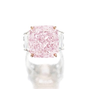 Anello con diamante rosa