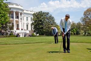 Barack Obama e Joe Biden nel green della Casa Bianca