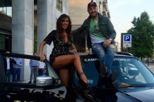 Belen Rodriguez e Joe Bastianich e la Jeep Ricci