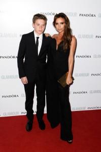 Victoria Beckham e il figlio Brooklyn ai Glamour Women of the Year Awards 2013